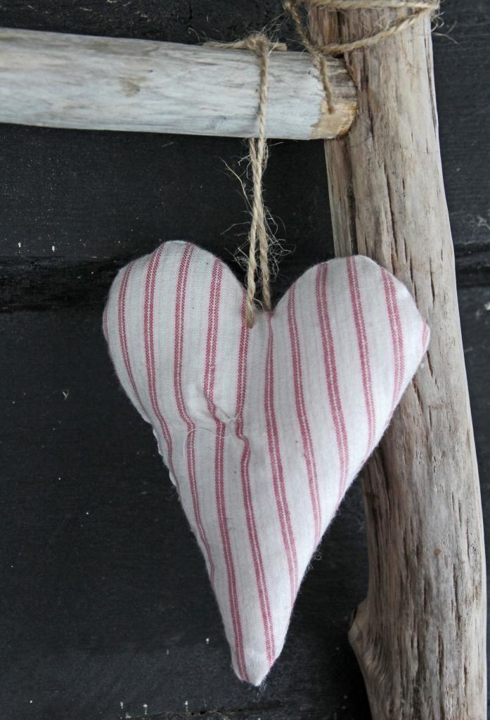 363 hanging heart