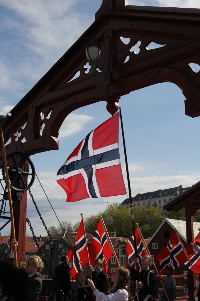 flaggborg på bybroen