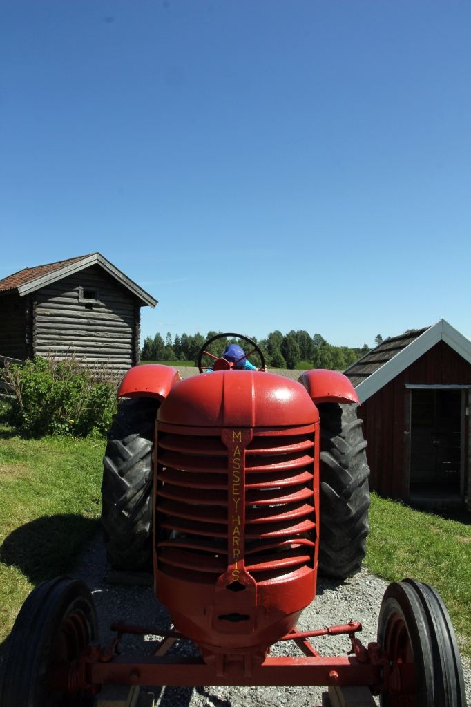 red massey harris and a stabbur