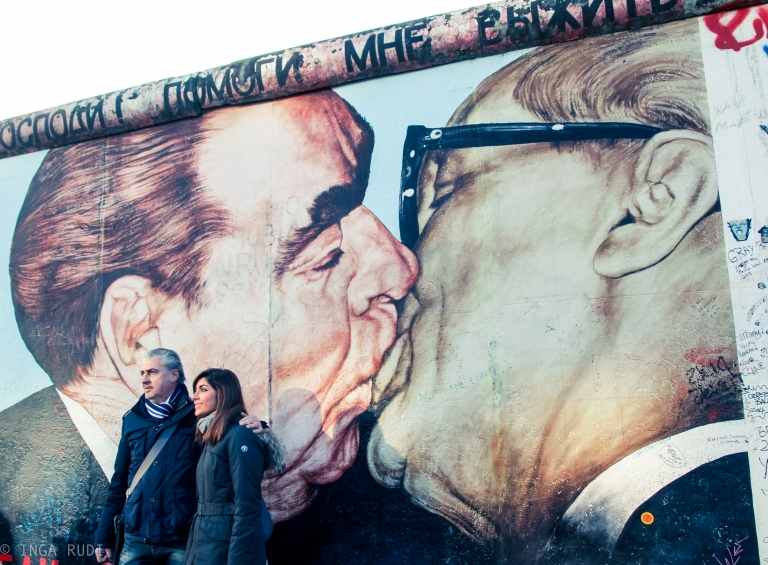 people posing the kiss Berlin Wall
