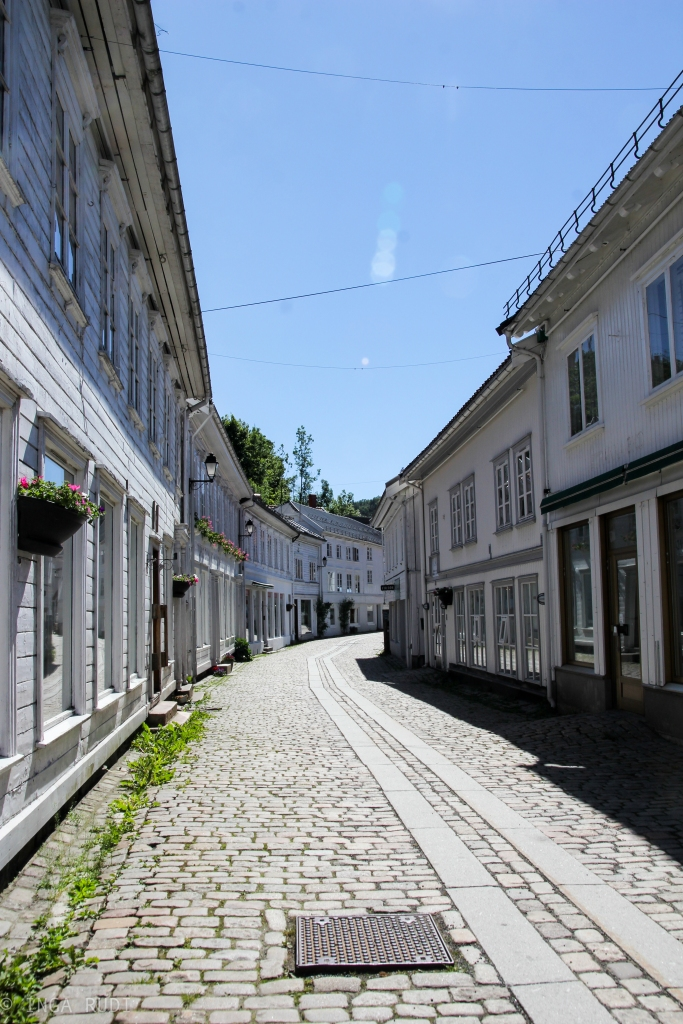 narrow streets Tvedestrand