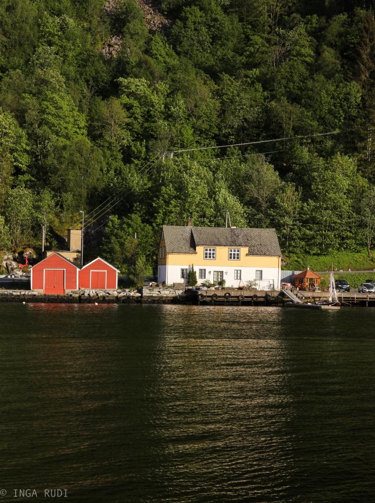 houses jondal